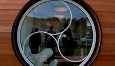 Окно, открывающееся с помощью пульта дистанционного управления. Фото