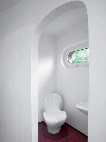 Туалет внутри Rotor House. Фото