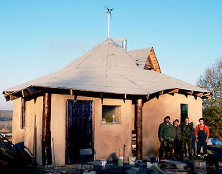 Вид дома после оштукатуривания. Фото
