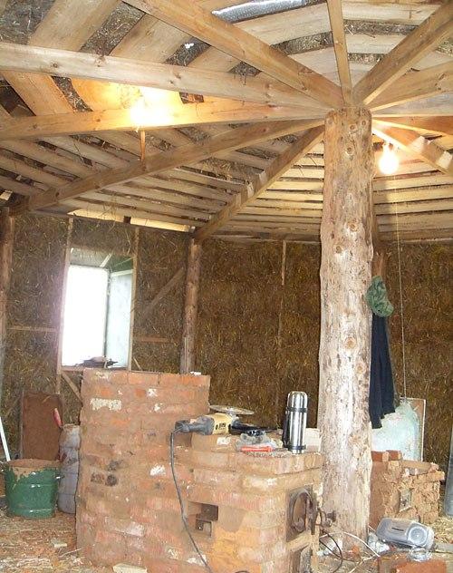 Строительство соломенного дома с нулевым энергопотреблением. Фото