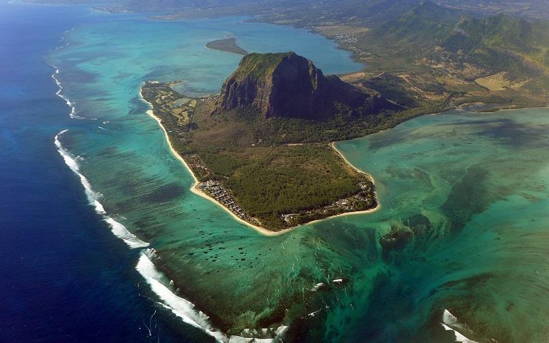 Оптическая иллюзия подводного водопада, Маврикий. Фото