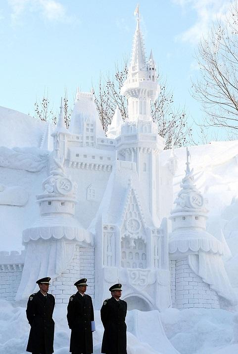 Снежный фестиваль в Саппоро, Япония. Фото