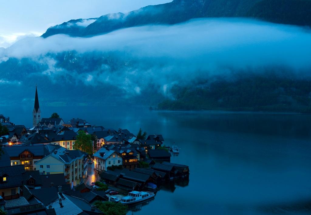 Туманный Гальштат, Австрия. Фото дня