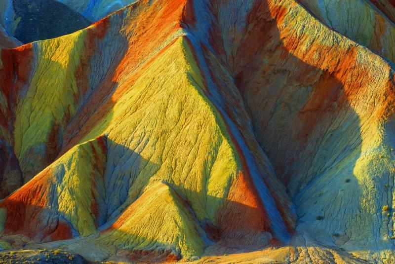 Разноцветные скалы Чжанъе Данься, Китай. Фото