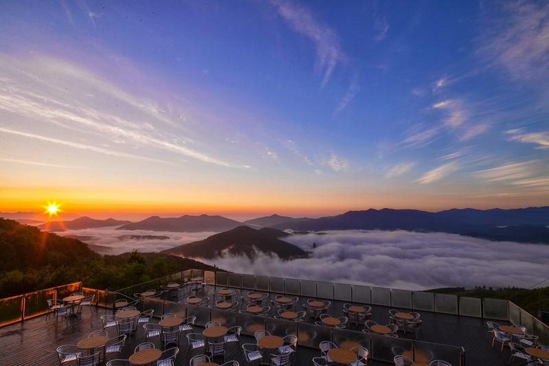 Смотровая площадка над облаками в Японии