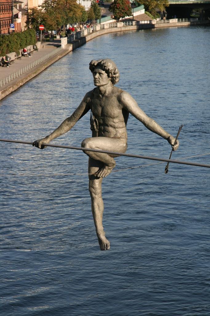 Скульптуры, над которыми не властны законы физики. Фото