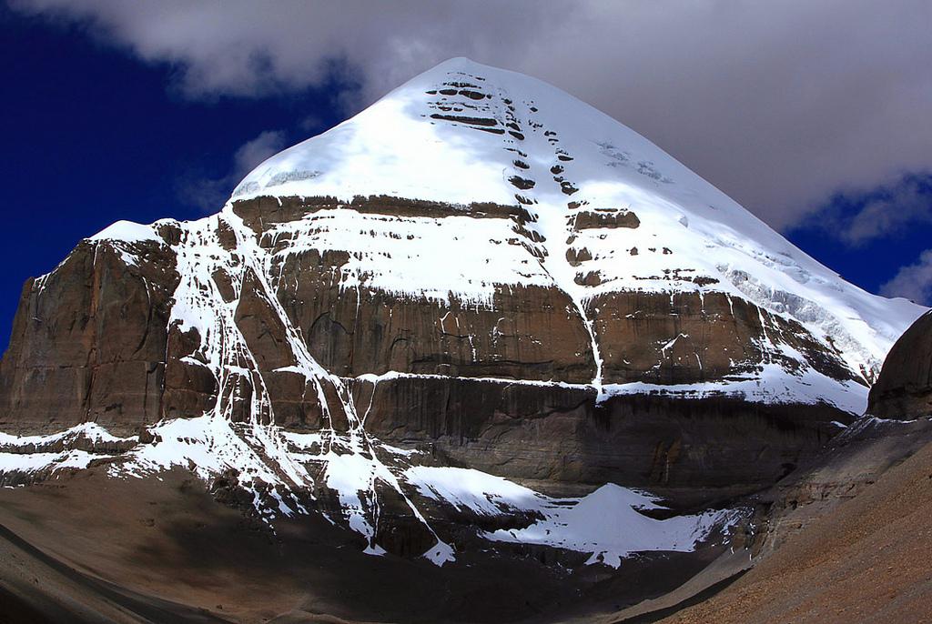 Самые удивительные горы, Кайлаш, Тибет, фото Священная гора Кайлас, Тибет (легенды, 29 фото, видео) Священная гора Кайлас, Тибет (легенды, 29 фото, видео) 1  D0 A1 D0 B2 D1 8F D1 89 D0 B5 D0 BD D0 BD D0 B0 D1 8F 20 D0 B3 D0 BE D1 80 D0 B0 20 D0 9A D0 B0 D0 B9 D0 BB D0 B0 D1 81