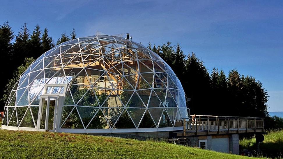 Дом под стеклянным куполом в Арктике. Фото