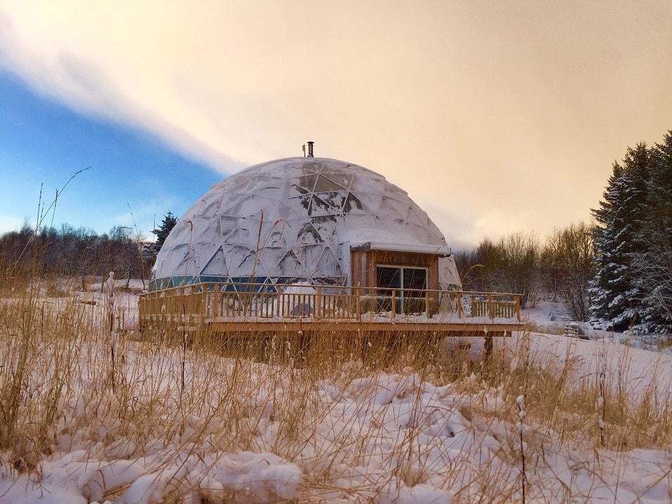 Экодом под геодезическим куполом на севере Норвегии. Фото