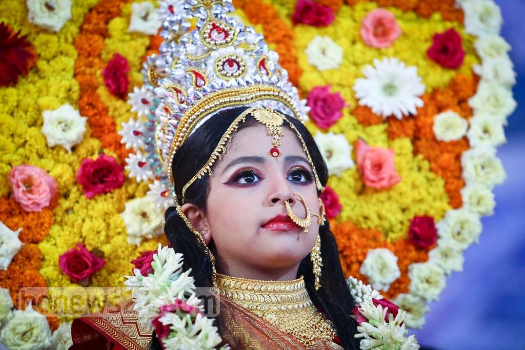 Кумари - живая богиня в Непале и Индии Кумари – живая богиня в Непале и Индии Kumari 20Puja 202017 20 1