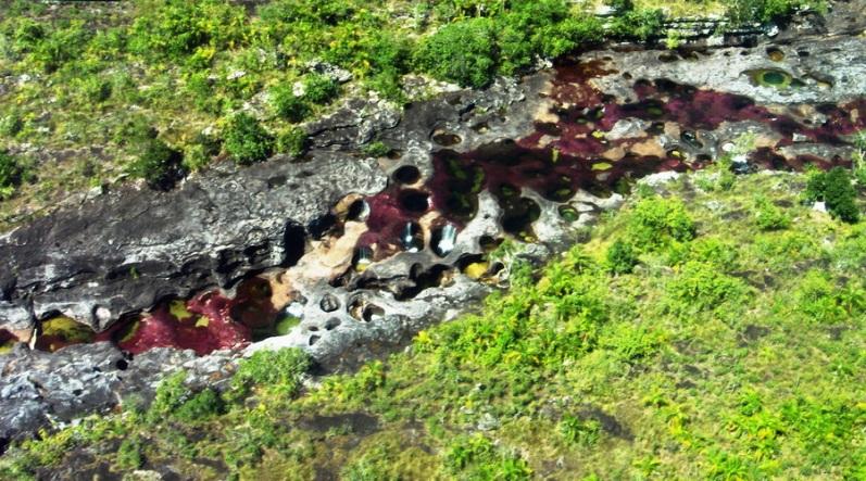 O colorido rio Kanyo Crystals é o mais belo do mundo.  Foto