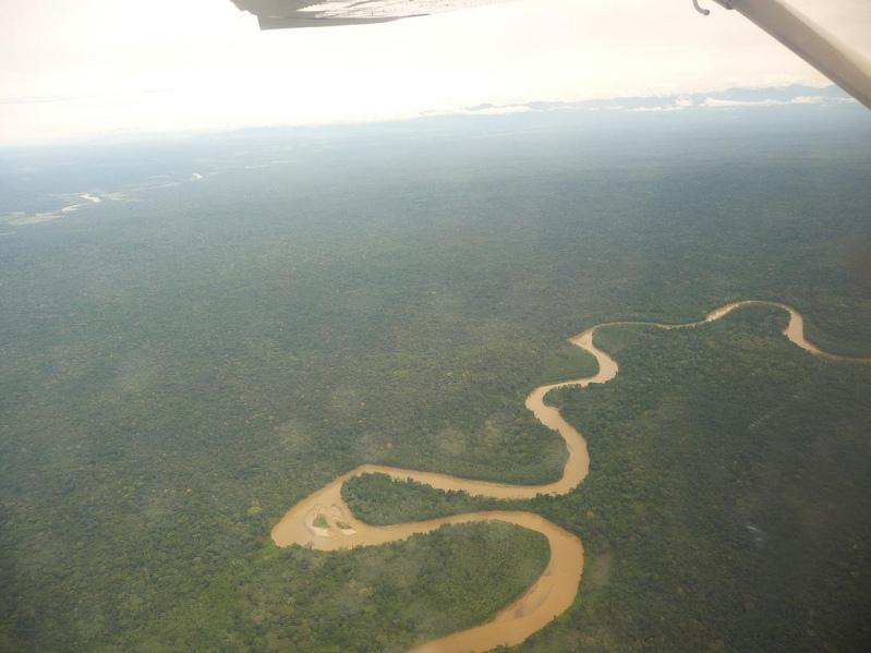 Foto do rio Caño Cristais de uma altura.  Colômbia