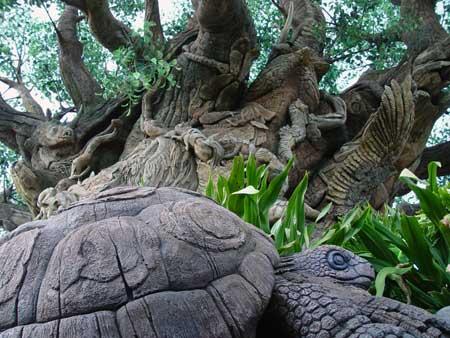 Черепаха на фоне Дерева Жизни. Фото