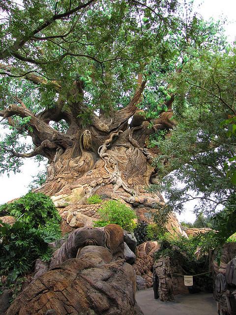 Дерево Жизни в Королевстве животных в Диснейленде. Фото