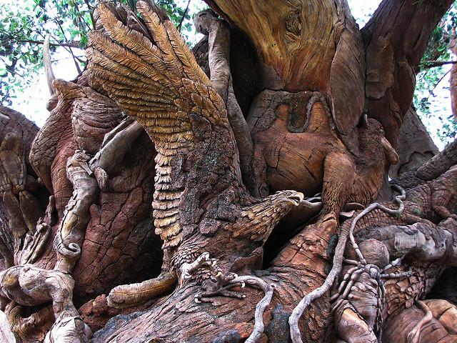Дерево жизни в Диснеевском Королевстве животных. Фото