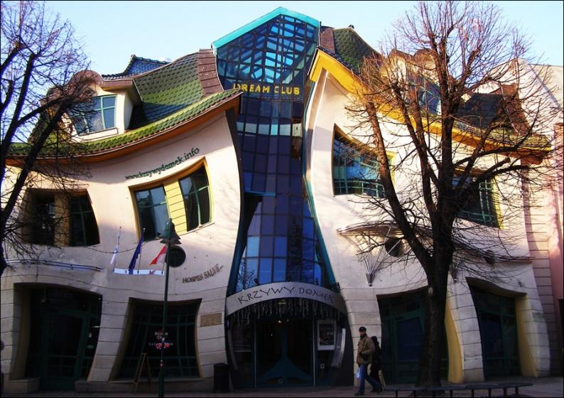 Кривой дом в Польше, город Сопот. Фото