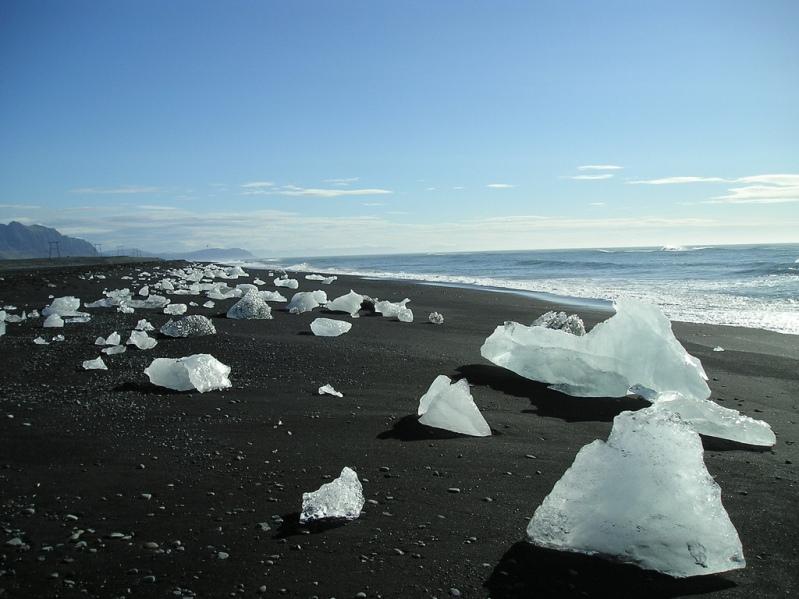 Побережье ледникового озера Ёкюльсаурлоун. Фото