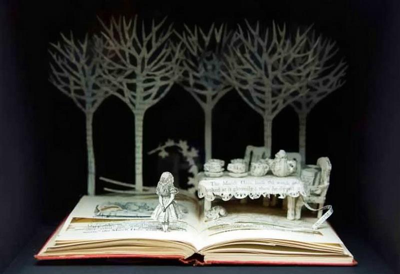 Бумажная скульптура Алисы в стране чудес от Сью Блэквелл. Фото