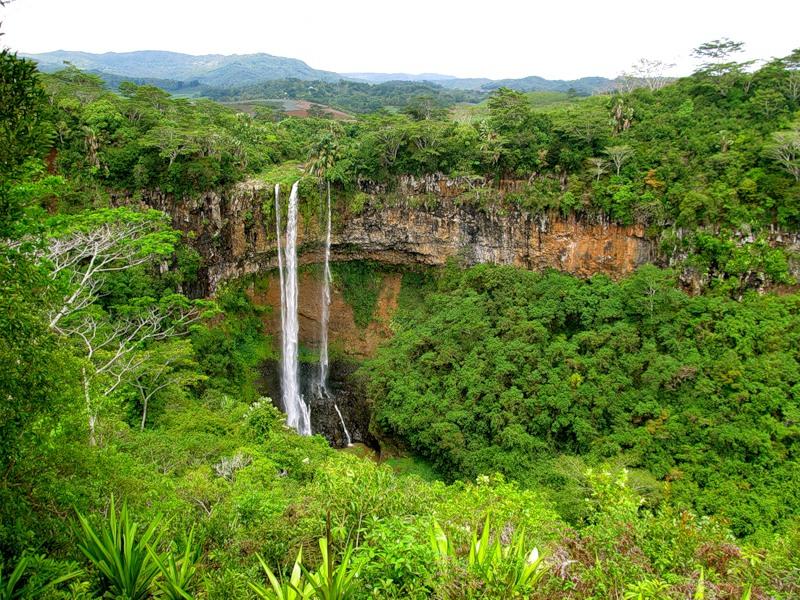 Водопады вблизи села Шамарель (Маврикий). Фото