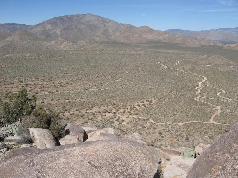 Вид с горы на пустыню Анза Боррего в долине Блэр. Фото