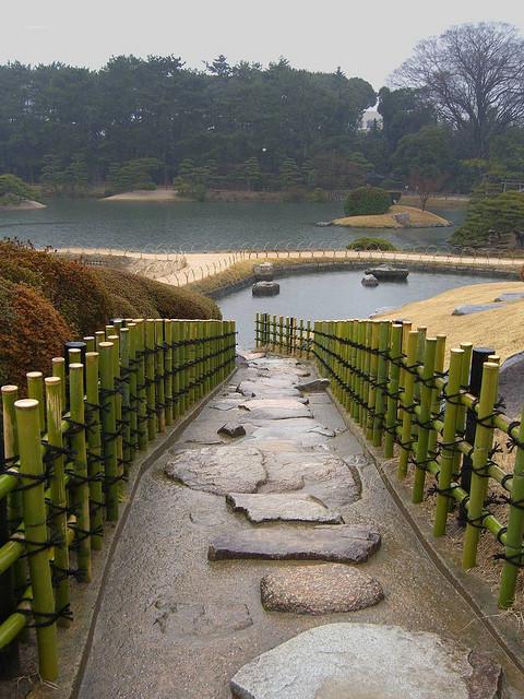 Японский парк Кераку-эн. Бамбуковый забор. Фото