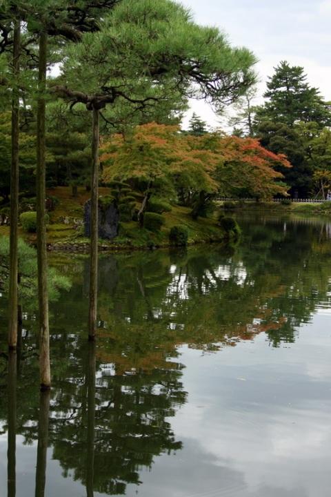 Японский парк Кераку-эн осенью. Фото