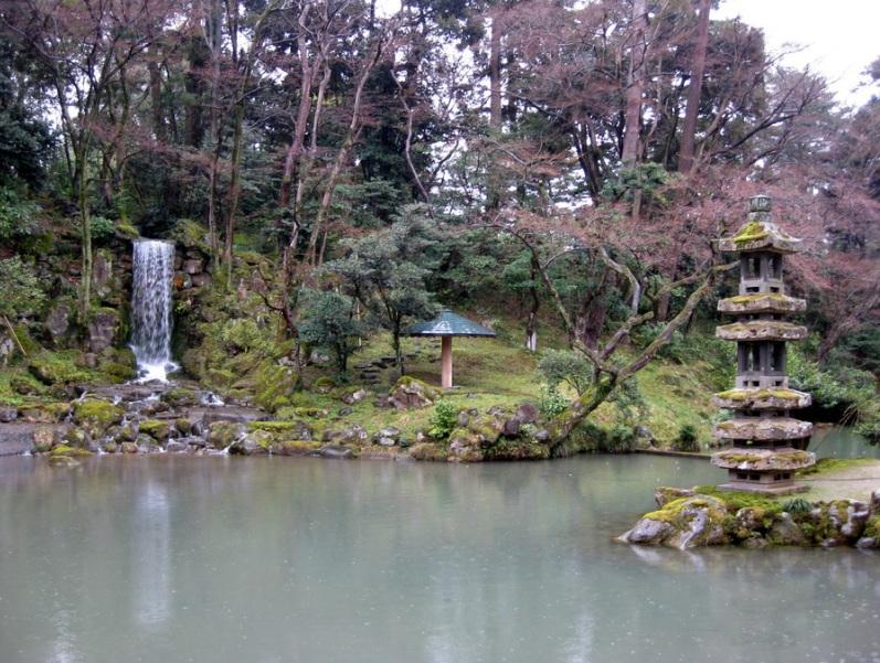 Японский парк Кераку-эн весной. Фото