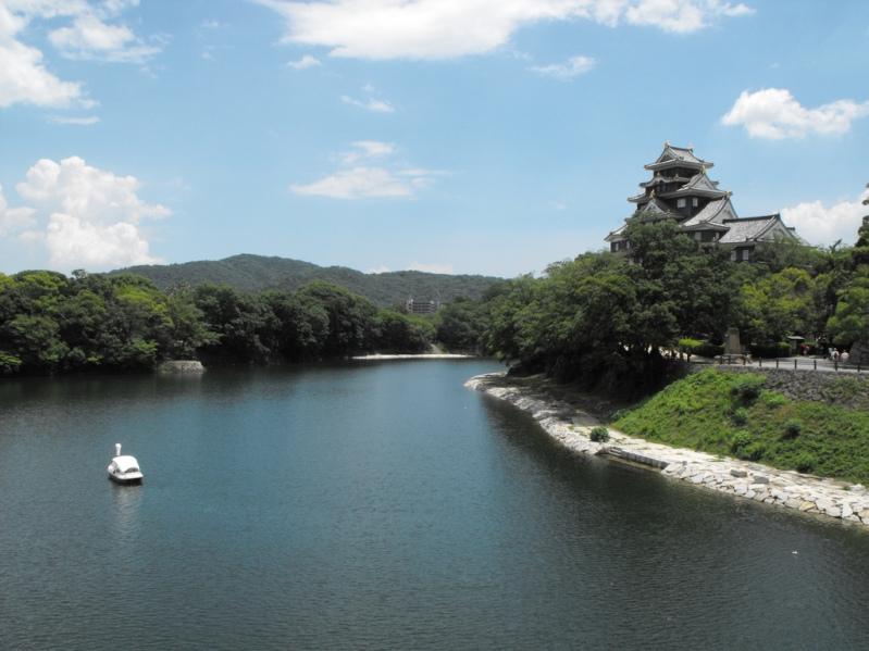 Японский парк Кераку-эн летом. Пруд. Фото