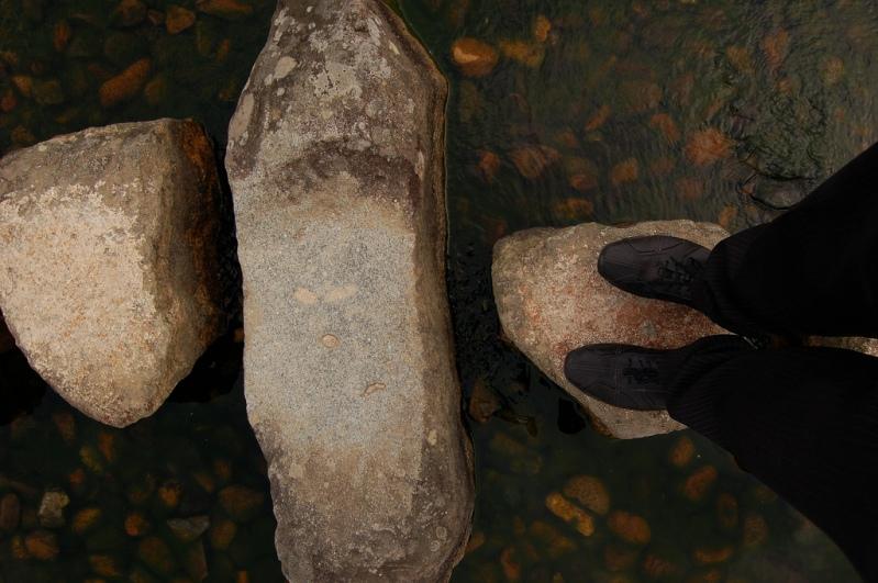 Японский парк Кераку-эн. Пруд с камнями. Фото
