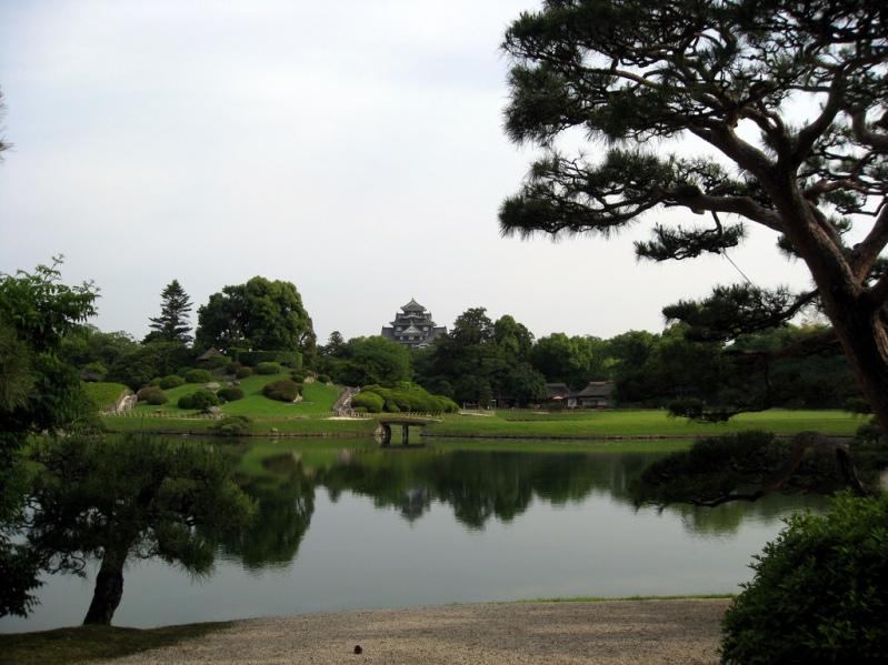 Японский парк Кораку-эн летом. Фото