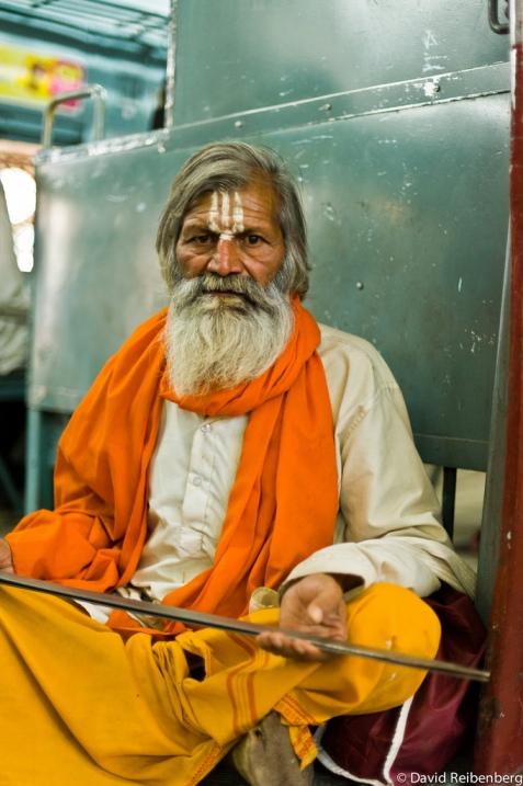 Индия в лицах. Фотопортрет индийца в поезде в Бомбей