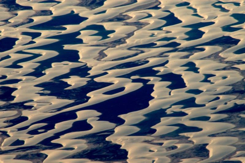Пустыня Ленсойс Мараньенсес в Бразилии. Фото сверху