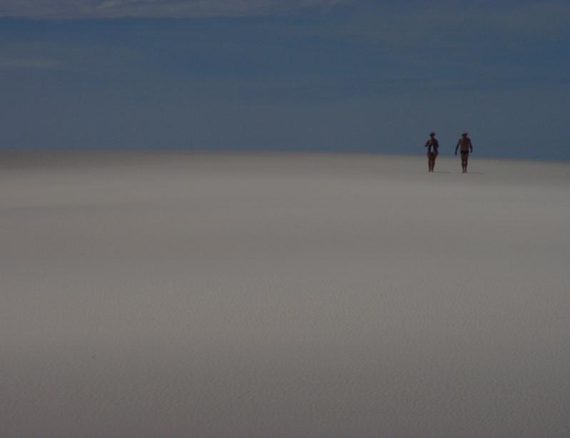 Люди в пустыне. Фото