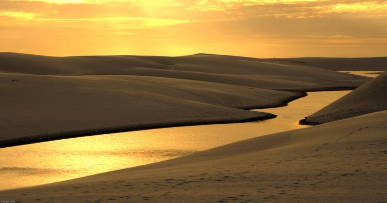 Барханы Lencois Maranhenses среди озер. Фото