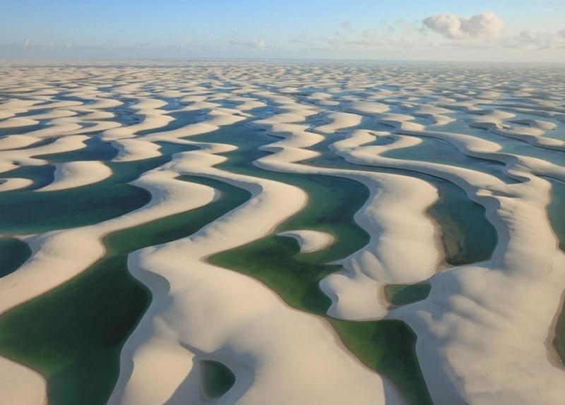 Пустыня Ленсойс Мараньенсес в Бразилии. Вид сверху