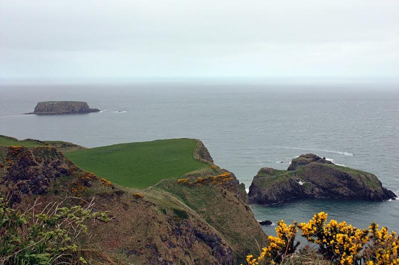 Побережье Северной Ирландии близ тропы гигантов. Фото
