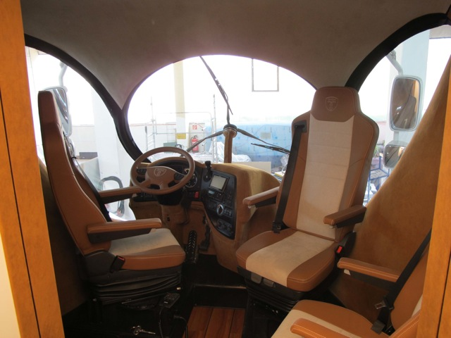 В кабине грузовика от Луиджи Колани. Фото
