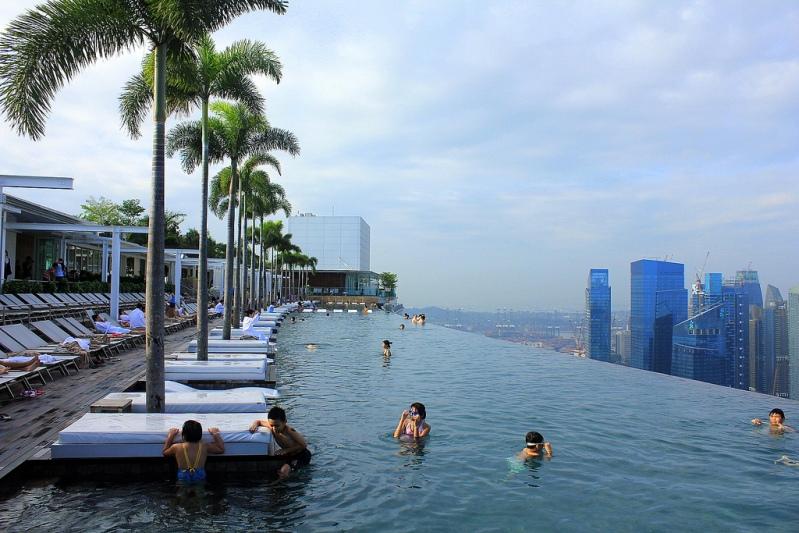Необычная гостиница с бассейном на крыше. Marina Bay Sands. Фото