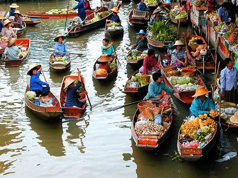 Продуктовый рынок на воде. Таиланд. Фото