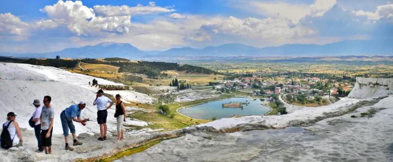 Минеральные воды Памуккале в Турции. Панорамное фото