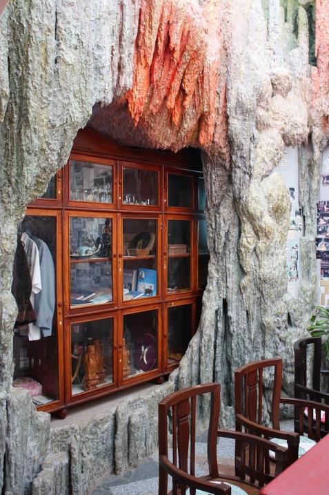 Дизайн гостиной необычного дома во Вьетнаме. Фото