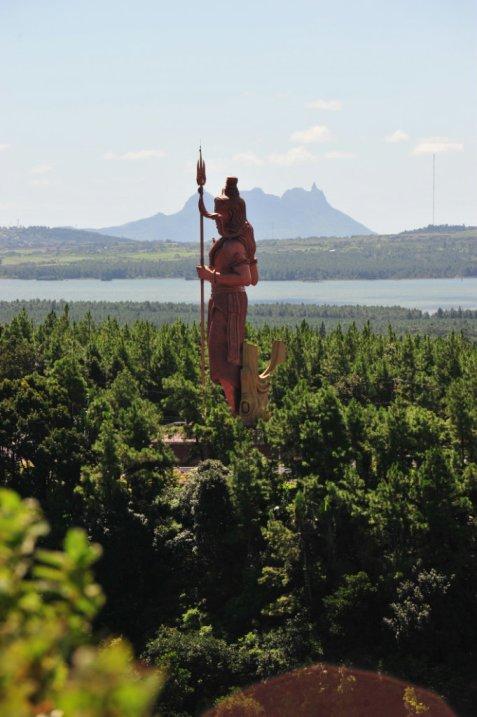 Статуя Шивы на острове Маврикий.