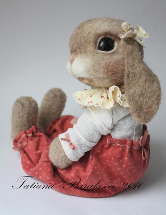Войлочные игрушки - нарядный кролик. Фото
