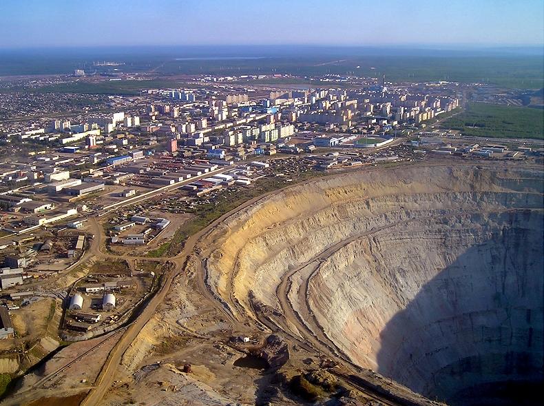 Самый большой алмазный карьер в мире