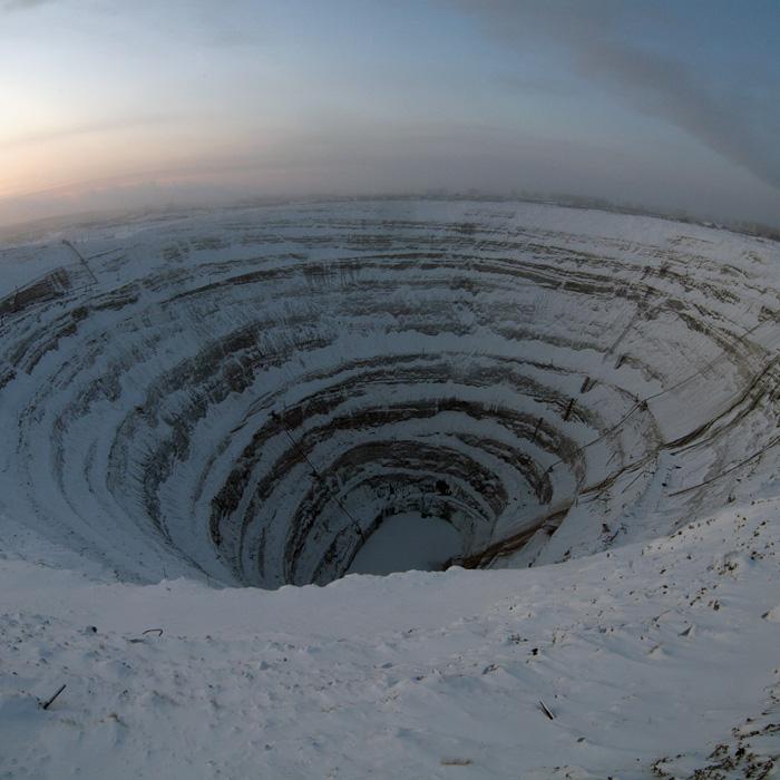 Самый большой алмазный карьер в мире. Фото / The Mir mine in Yakutia. Photo