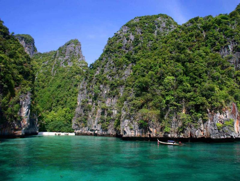 A entrada da baía Maya Bay em Phi Phi Ley.  Foto
