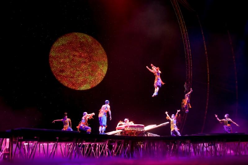 Шоу Cirque Du Soleil с программой Zaia в Венецианском казино в Макао.