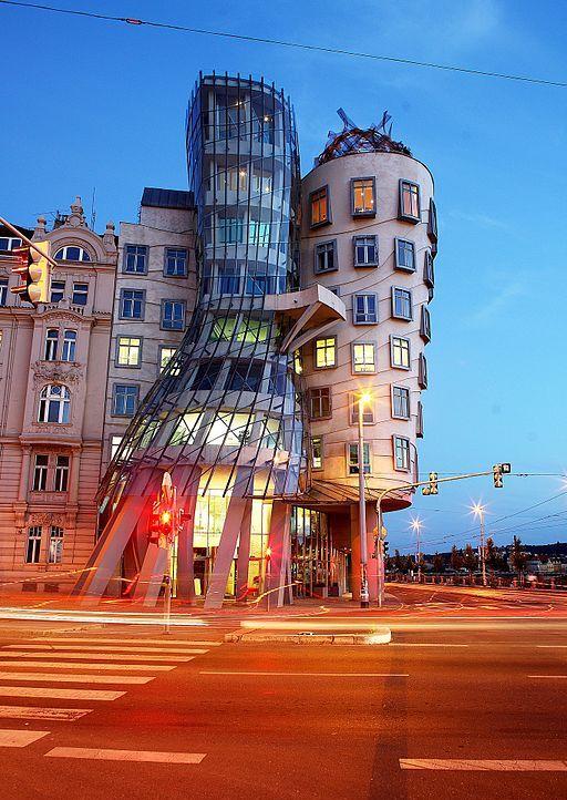 Танцующий дом (Прага, Чехия). Фото / Dancing House (Prague, Czech Republic). Photo