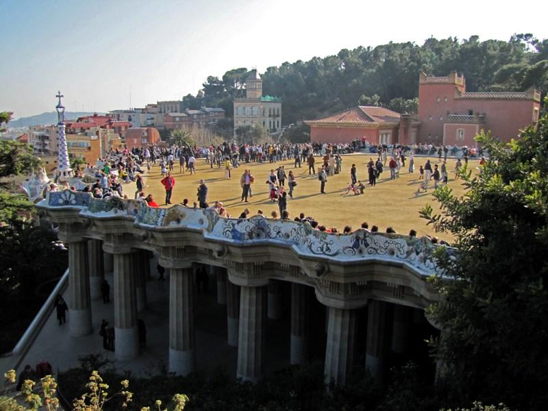 Парк Гуэля в Барселоне - Зал ста колонн. Фото