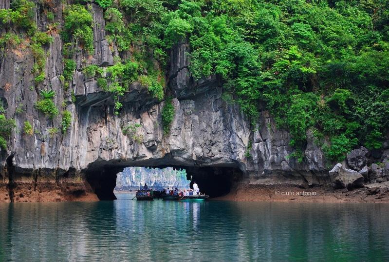 rocha incomum em Halong Bay.  foto